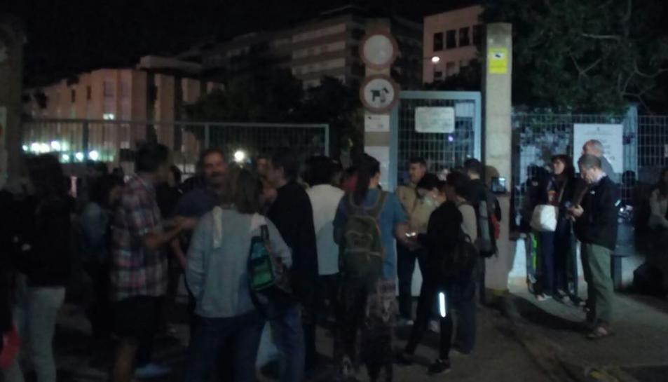 Cues al Martí i Franquès de Tarragona per evitar el precinte de l'institut, que actuarà com a col·legi electoral aquest 1-O.