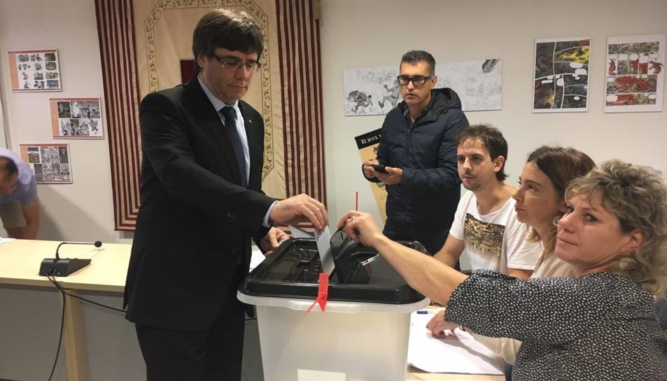 Puigdemont ja ha efectuat el seu vot.