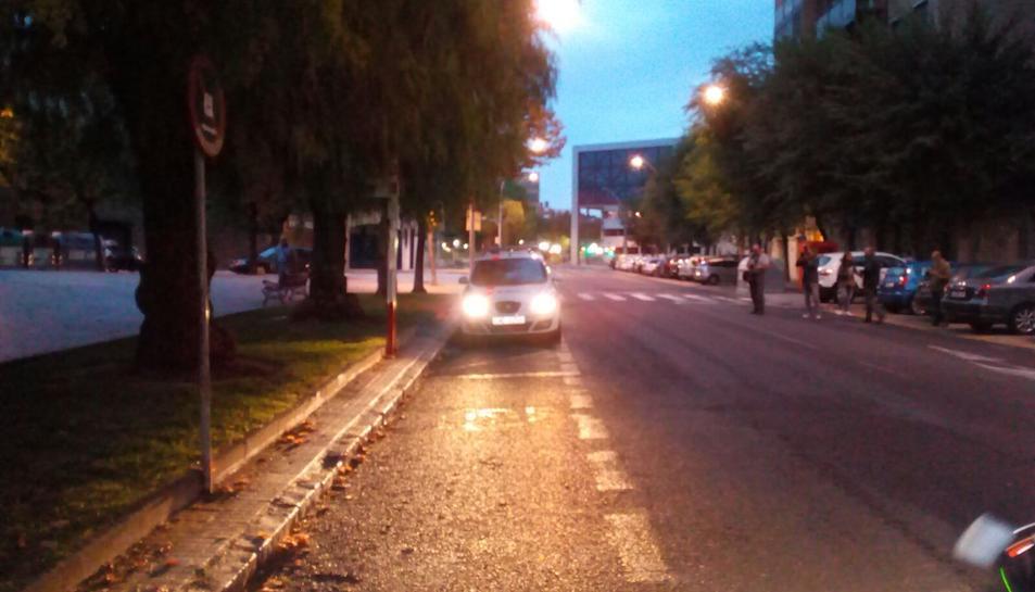 El coxe dels Mossos, arribant a l'Institut Martí i Franquès de Tarragona.