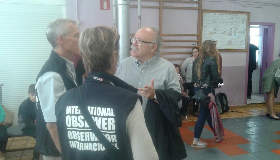 Els Observadors Internacionals al local de la Colla Jove amb Carod Rovira.