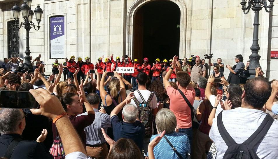 Imatge de la concentració realitzada a la plaça de la Font de Tarragona.-