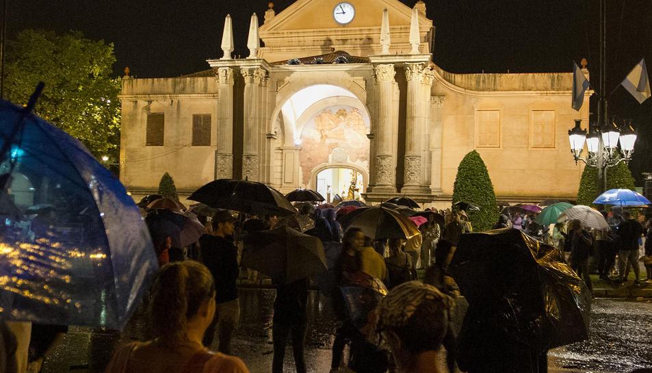 La intensa pluja sobre el santuari va obligar a suspendre l'acte.