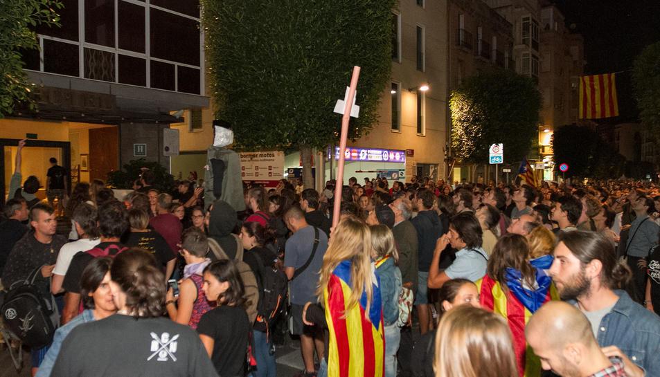 Uns 3.000 reusencs escridassen la Policía Nacional al Gaudí i a la caserna.1