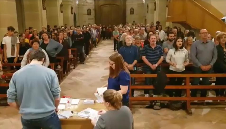 Imatge del recompte de vots que es va fer a l'església parroquial de Santa maria de Vila-rodona.