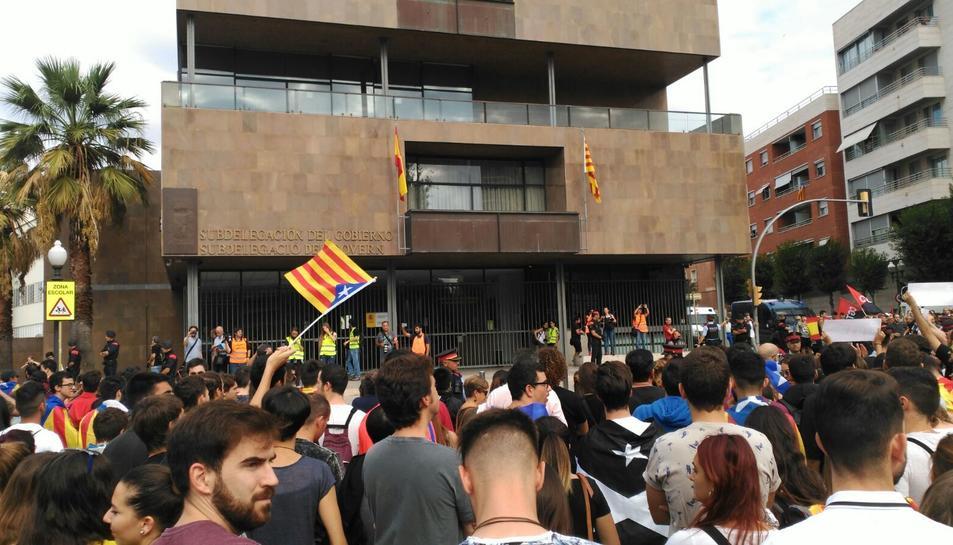 Concentración en la Imperial Tarraco delante de la Subdelegación del Gobierno en Tarragona