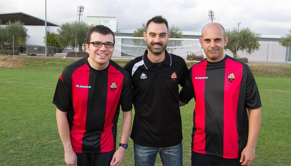 Joan Gómez, David Sangrá i Marcos Zueras sobre la gespa de l'Estadi Municipal de Reus, on es va fer la presentació de l'equip.