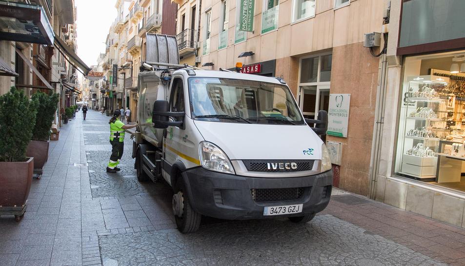 Treballadors de la recollida de la brossa i la neteja, que ofereix FCC fins el 31 de desembre del 2018.