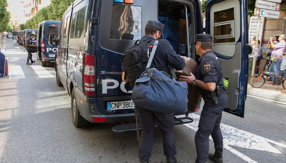 La policía marcha de Reus (3)