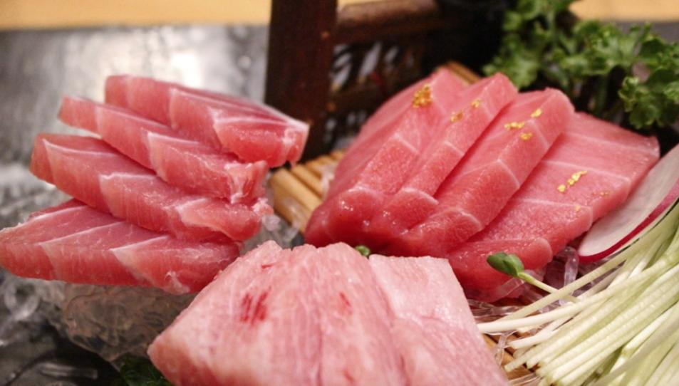 La tonyina fresca té un color viu i vermellòs