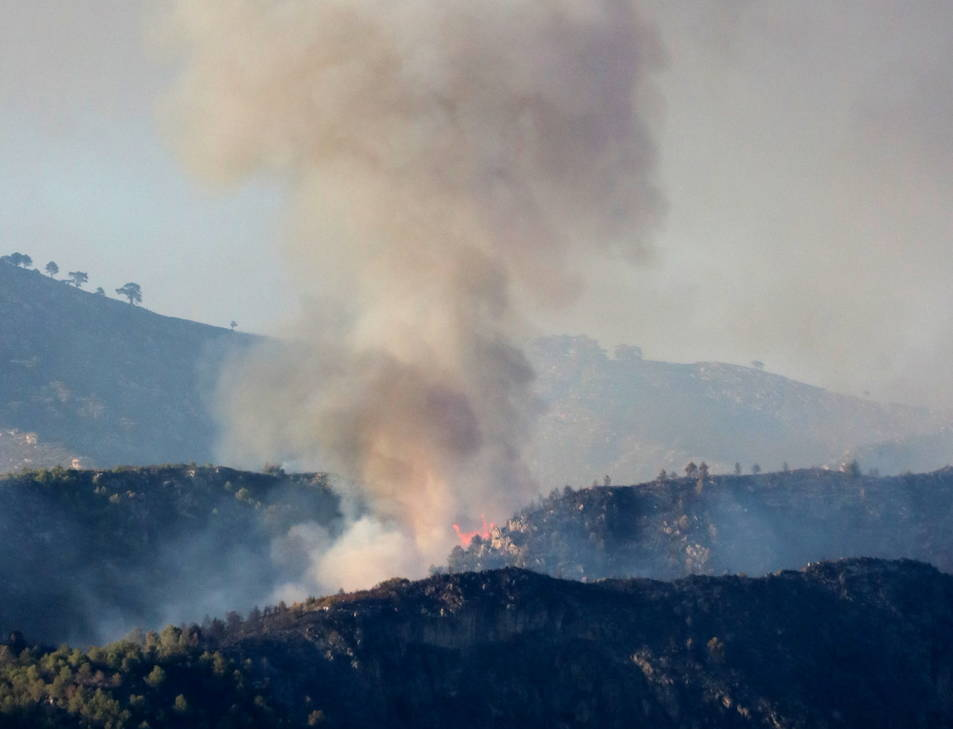 Imatge d'arxiu d'un incendi a Tivenys durant aquest estiu.