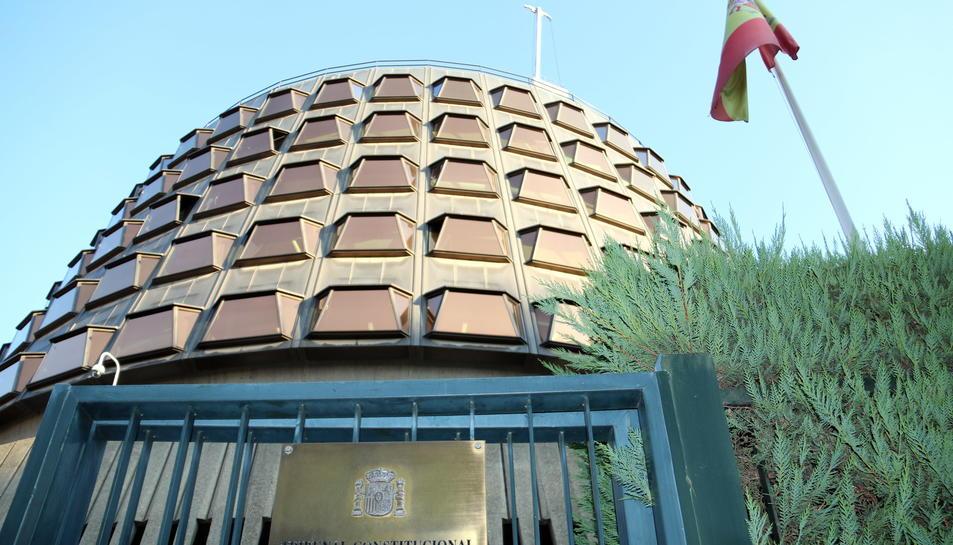 Imatge de l'exterior de la façana del Tribunal Constitucional.