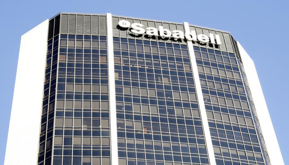 Imatge de la seu central del Banc Sabadell a Barcelona.