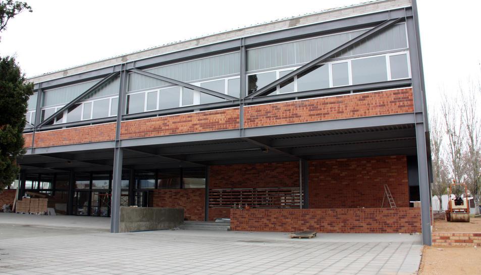 Imatge de l'edifici del Pavelló Firal d'Amposta.