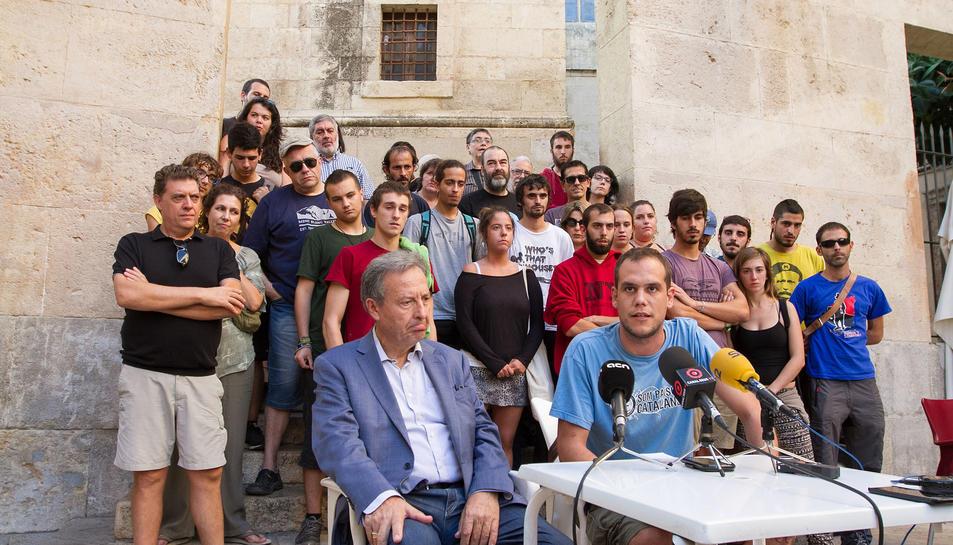 El jove R.Aragonès en roda de premsa a les Peixateries Velles de Reus.