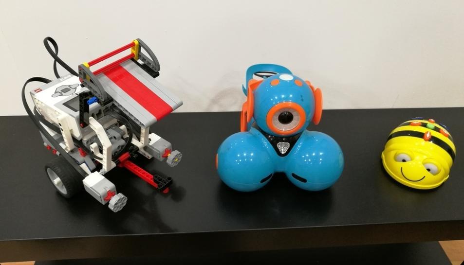 Imatge de petits robots que utilizaran els alumnes.