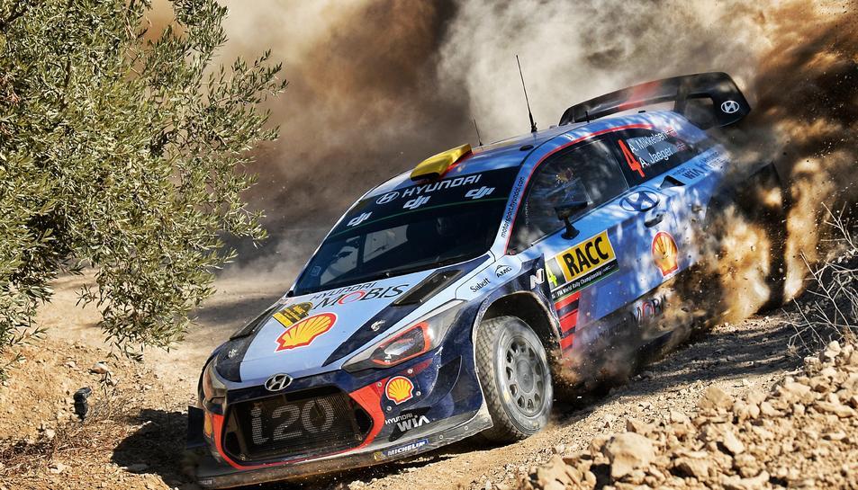 El cotxe dels guanyadors d'aquesta primera jornada, Andreas Mikkelsen-Anders Jaeger (Hyundai i20 Coupé WRC)