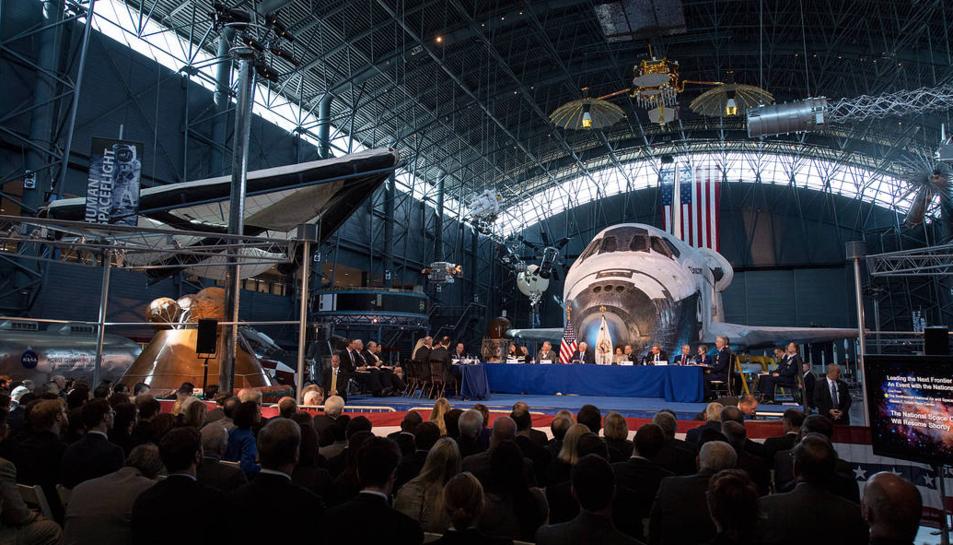 Imatge del passat 5 d'octubre durant la primera reunió del National Space Council.
