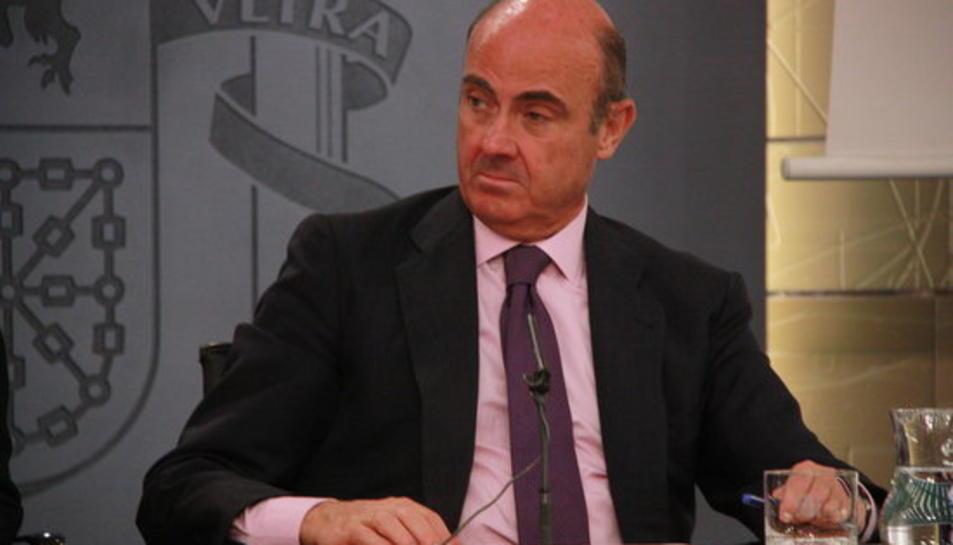 El ministre d'Economia i Competitivitat, Luis de Guindos, aquest divendres en roda de premsa després de la reunió del Consell de Ministres.