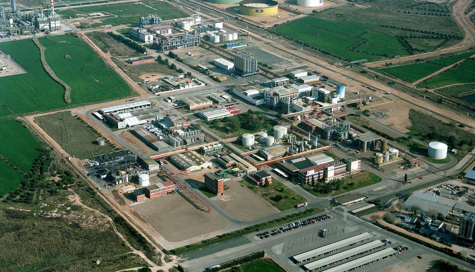 Imatge aèria de la fàbrica de Bayer a Tarragona.