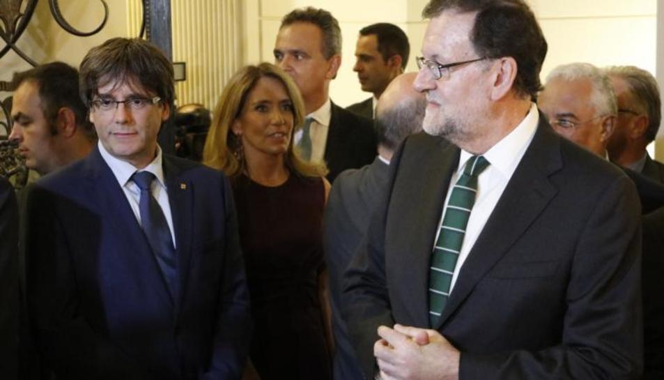 Una imatge d'arxiu de Puigdemont i Rajoy.