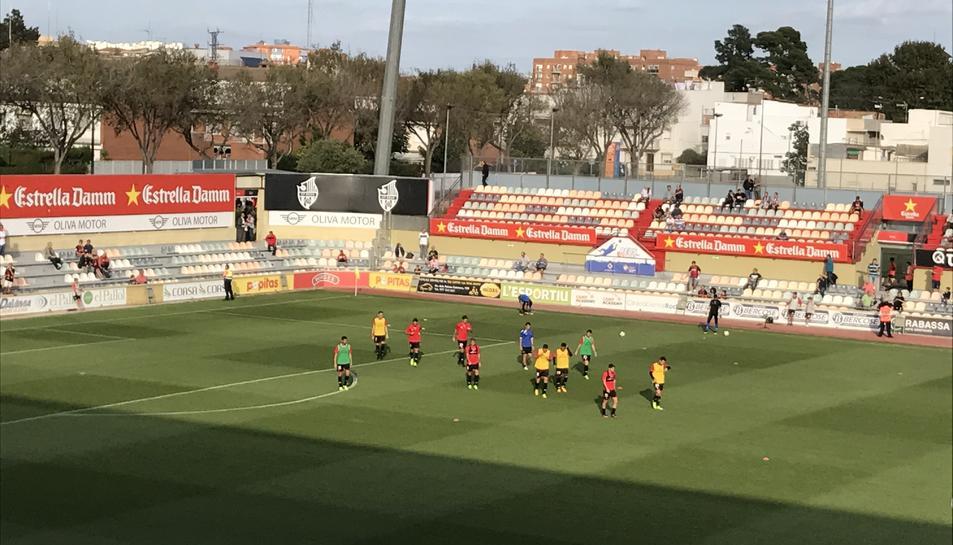 Els jugadors el CF Reus, durant l'escalfament.