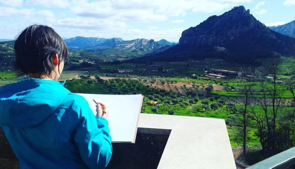 Al taller sobre Picasso els nens pintaran la muntanya de Santa Bàrbara, a Horta de Sant Joan.