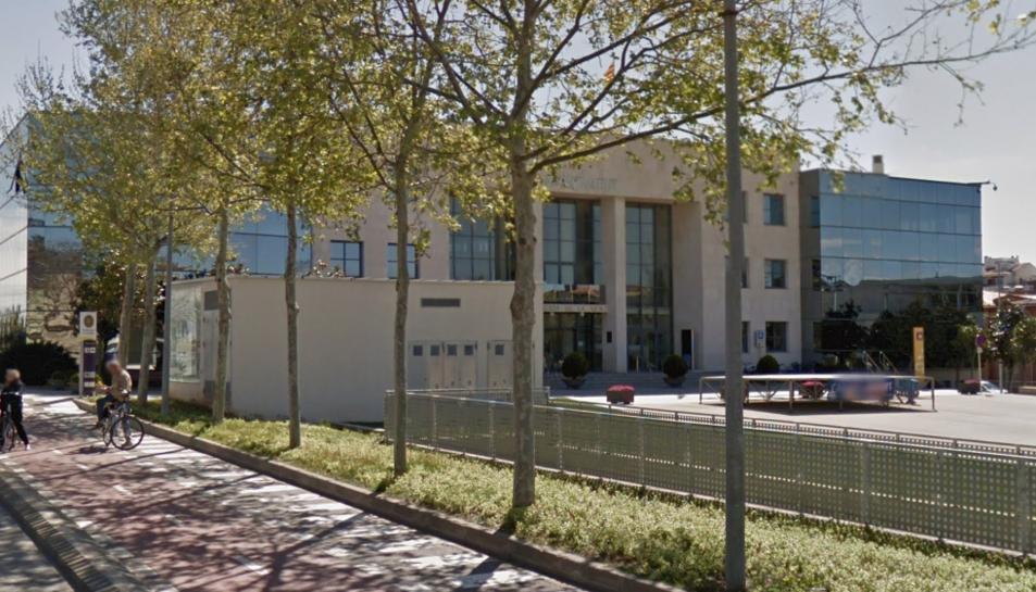 Imatge de la façana exterior de l'Ajuntament de Cambrils.