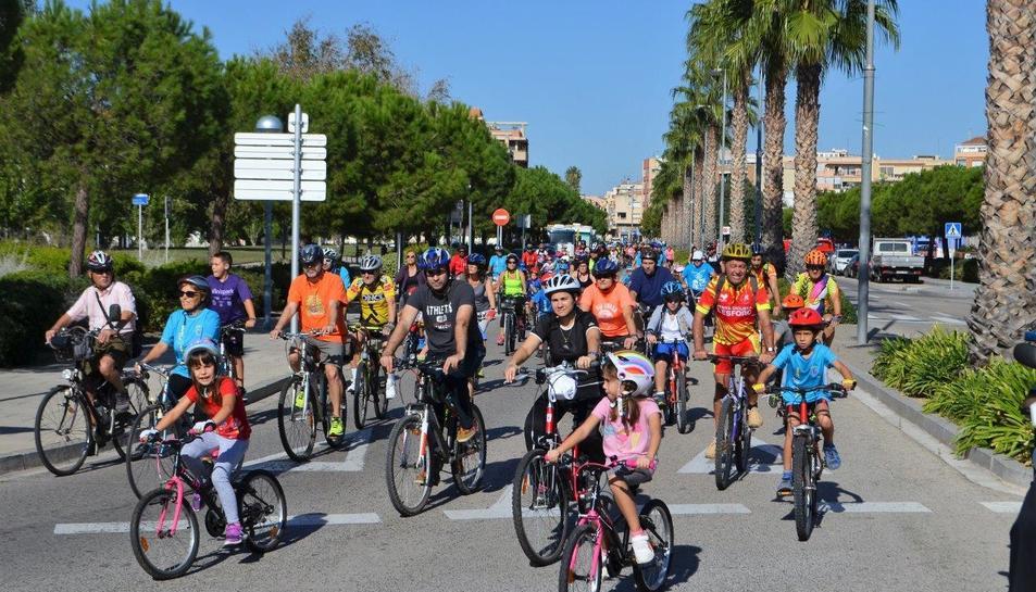 Alguns participants de la Diada de la Bicicleta a Vila-seca, aquest 8 d'octubre.