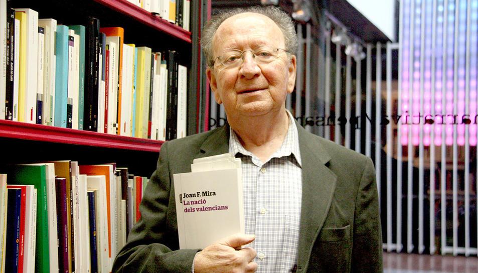 L'escriptor Joan Francesc Mira.