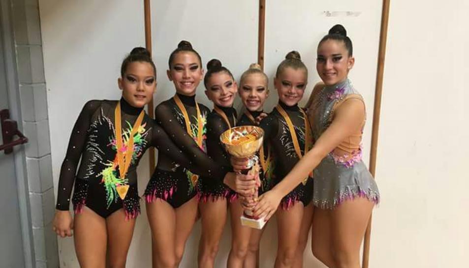 L'equip base del Salou Club Esportiu i la cadet Paula Sancho van obtenir bons resultats al campionat de Catalunya Base de gimnàstica rítmica.