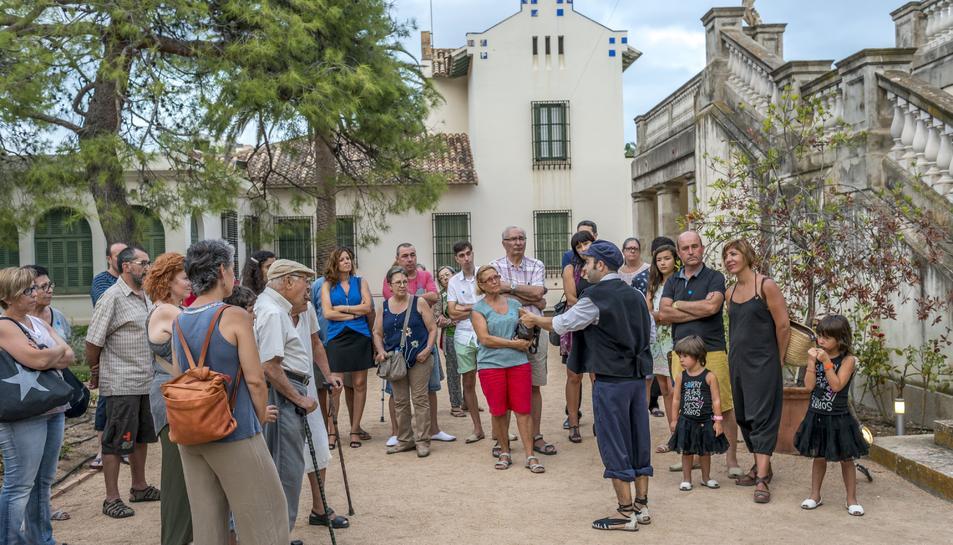 La visita teatralitzada anirà a càrrec del Ramon, un pescador de Sant Salvador, i la Maria, minyona de la Vil·la Casals.