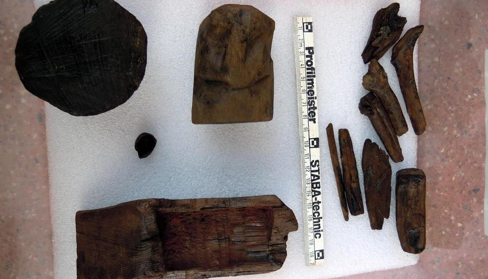 Restes que van ser localitzades en l'interior del espai votiu descobert a Vidal i Barraquer.
