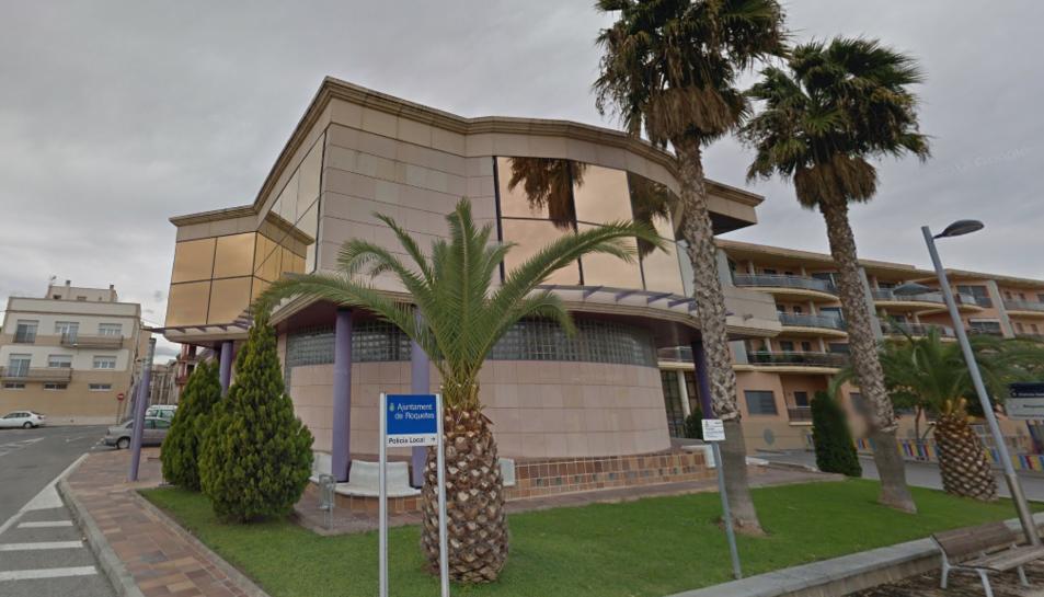Imatge de la façana de l'Ajuntament de Roquetes.
