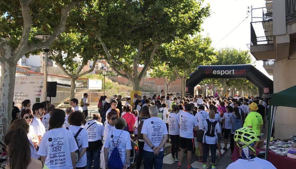 Els corredors van participar a la 4a cursa Hol·la Genís per lluitar contra el càncer infantil.