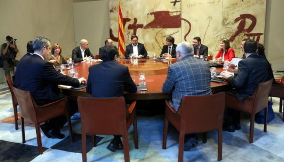 La taula del Consell Executiu amb Puigdemont i els consellers, el 10 d'octubre del 2017