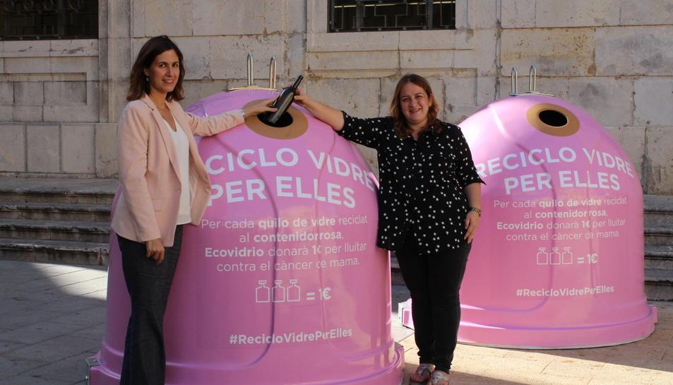 La consellera de Neteja i Medi Ambient, Ivana Martínez, i la gerent d'Ecovidrio a Catalunya, Sílvia Mayo aquest 10 d'octubre durant la presentació de la campanya.