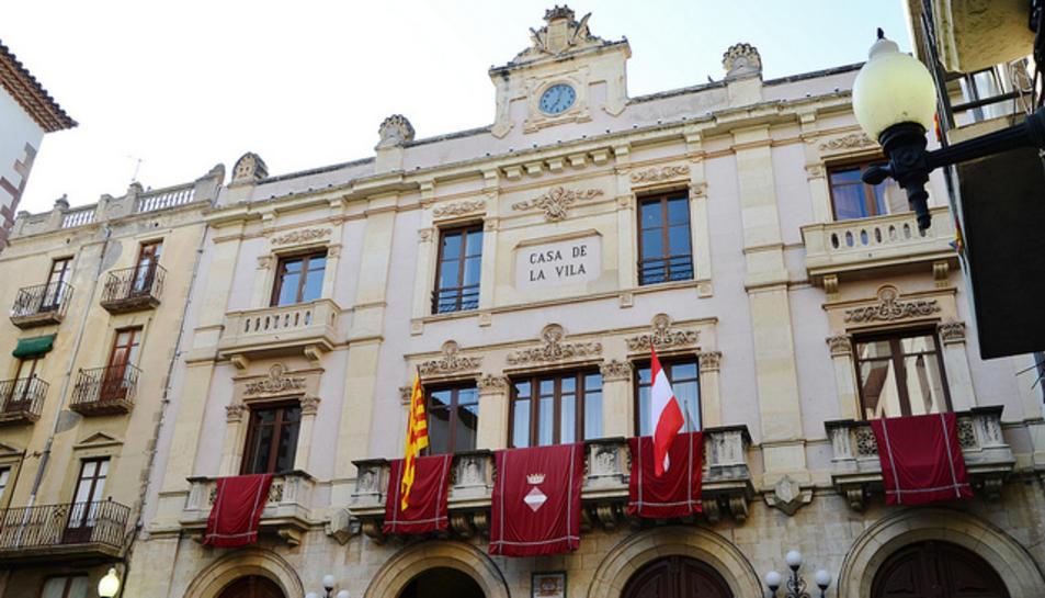 Imatge d'arxiu de la façana de l'Ajuntament de Valls.
