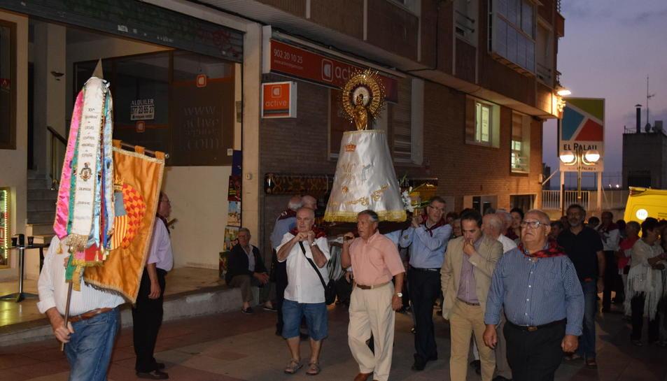 Els portaires amb la Verge pujant cap a la Catedral.