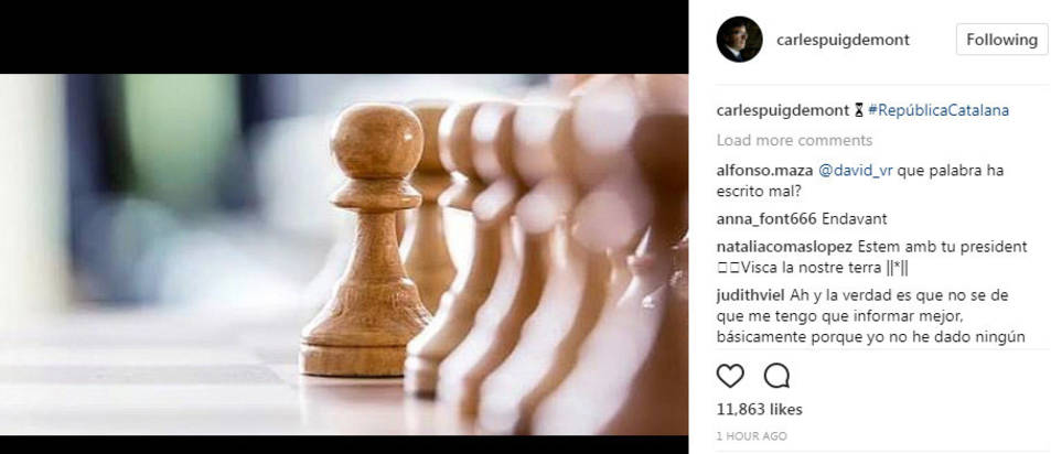 El perfil del president de la Generalitat, Carles Puigdemont, a Instagram amb la imatge del tauler d'escacs.