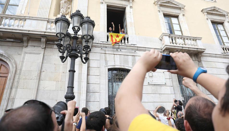 Els regidors de la CUP, el passat 3 d'octubre, van accedir a l'Ajuntament i van penjar una estelada.