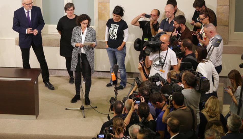 La diputada d'ERC Marta Rovira llegeix la declaració que constitueix la república catalana independent i activa la llei de transitorietat el 10 d'octubre del 2017.