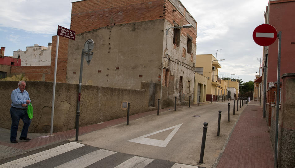 Un dels carrers que estaran vigilats un cop estigui instal·lat el sistema de videovigilància del barri Mas Abelló.