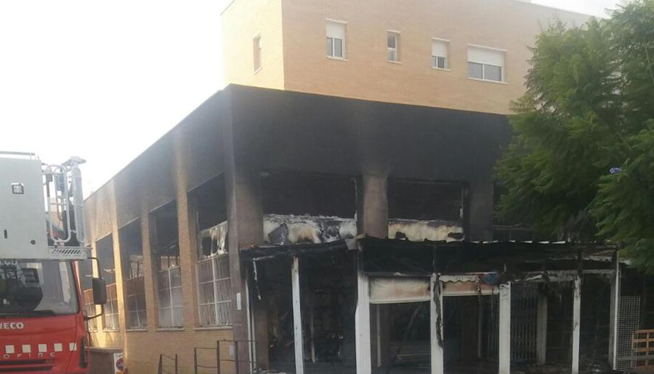 L'incendi es va iniciar poc després d ela 1 de la matinada.