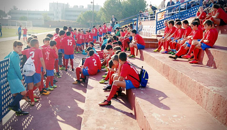 Nens del club durant la presentació de la plantilla.