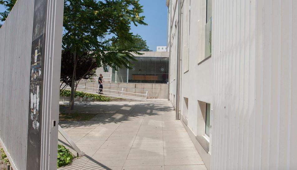 La seu d'Hisenda Municipal és al carrer de Sant Llorenç.