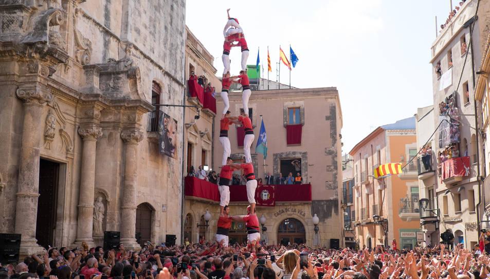 2de8 sense folre de la Colla Joves Xiquets de Valls a la diada de Santa Teresa del Vendrell