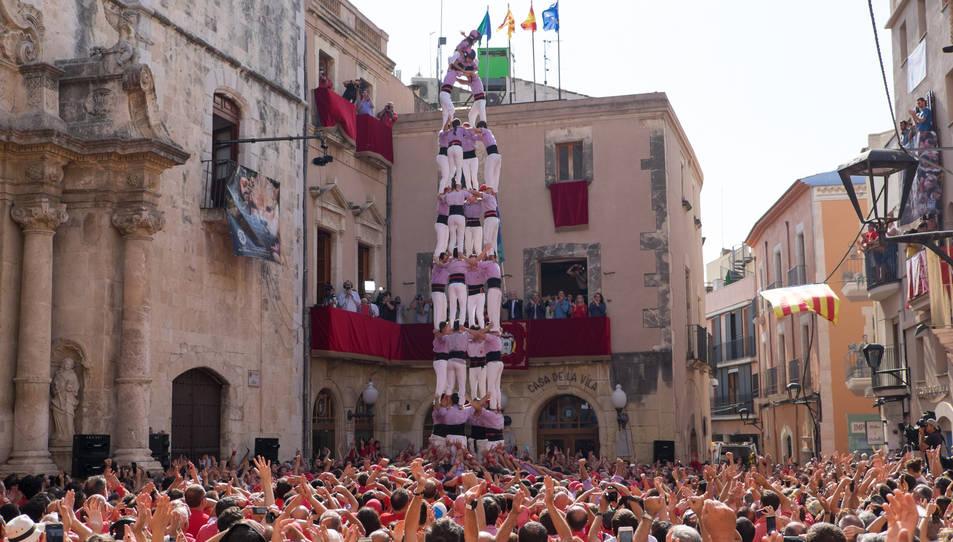 4de9 sense folre de la Colla Jove Xiquets de Tarragona a la diada de Santa Teresa del Vendrell