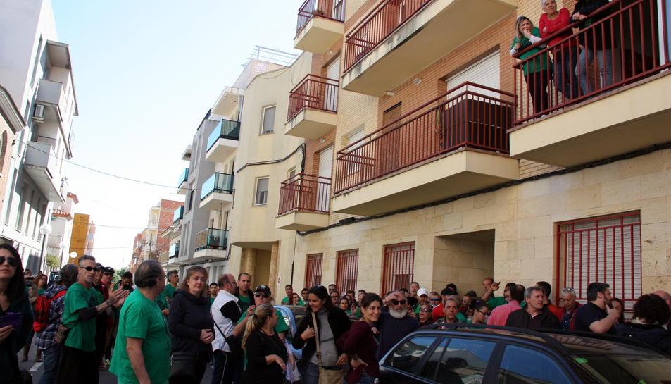 Imatge d'arxiu de la protesta de la PAH a la Pobla de Mafumet per evitar el desnonament d'una veïna.