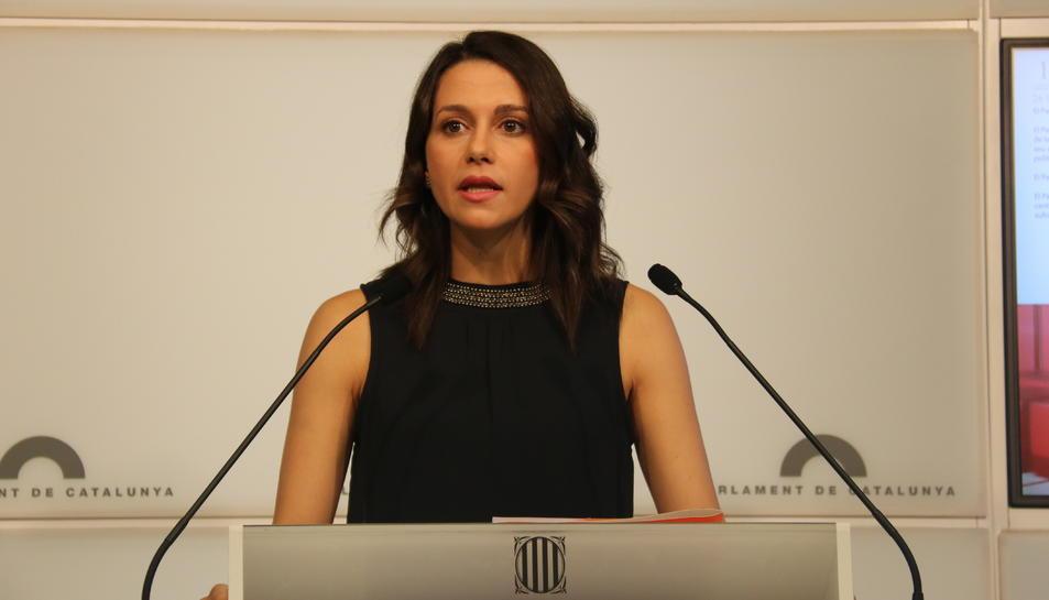 La presidenta del grup parlamentari de Cs, Inés Arrimadas, en roda de premsa al Parlament.