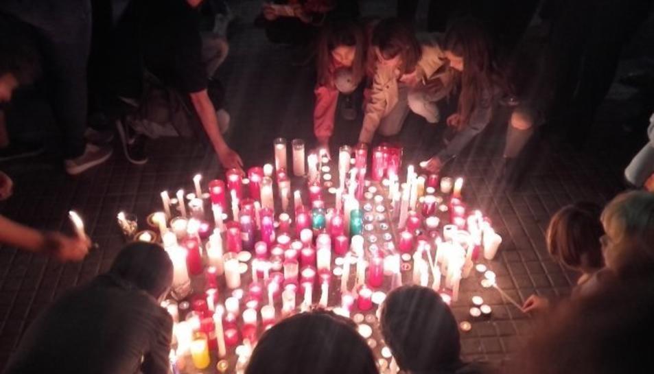 Valls ha encés espelmes per protestar
